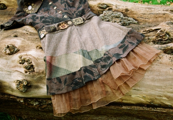 brown jerkin dress, log splayed blog width
