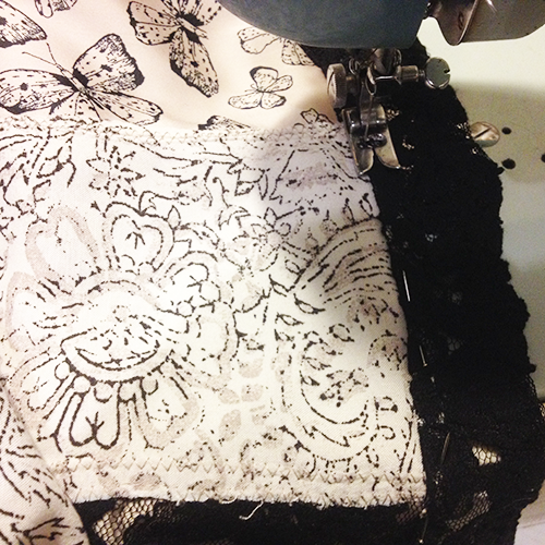 lace-trim-zig-zag-machining-turned-in-pinned-to-hem