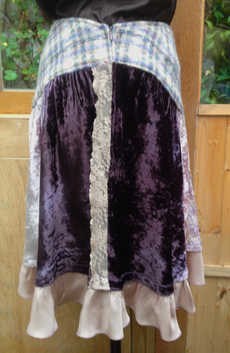 Plum velvet skirt 2 side zip lace - edited .JPG